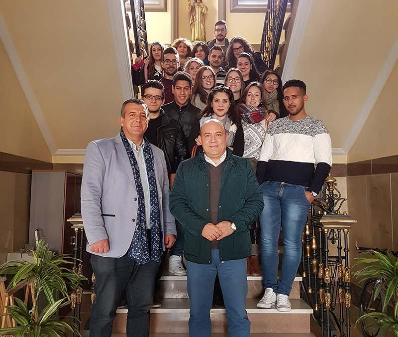 alcalde-informa-proyectos-consistorio-alumnos-ies-albares