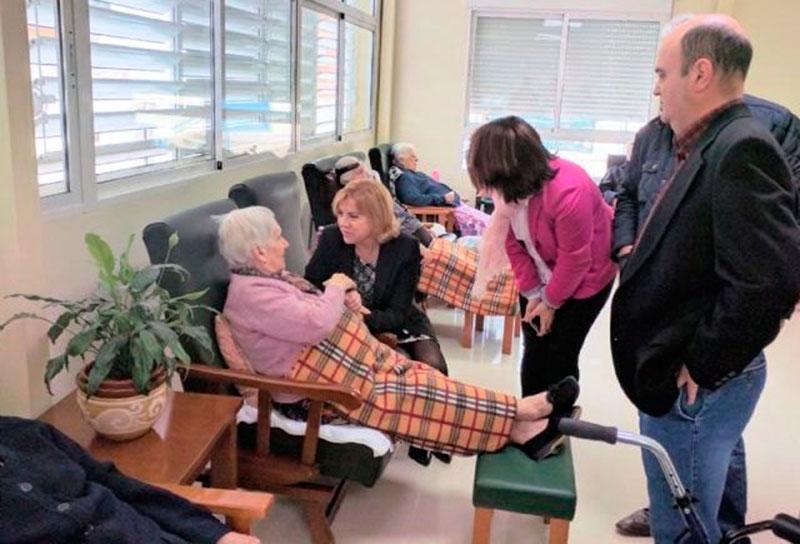 consejera-violante-tomas-visita-residencia-ancianos