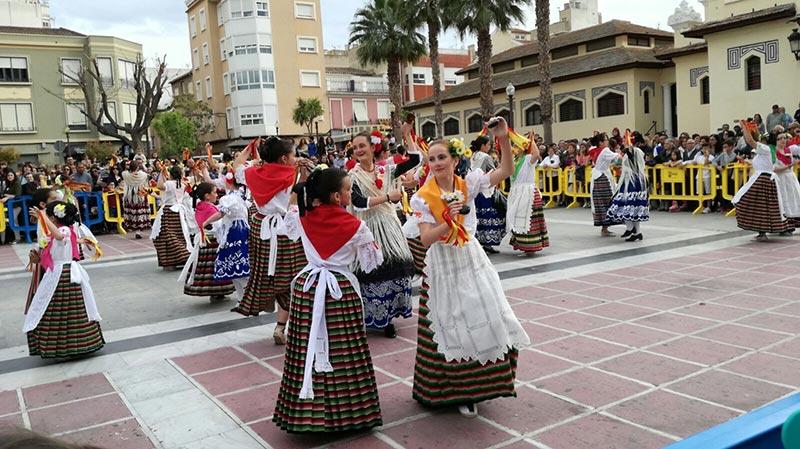 700-bailarines-toman-plaza-espana