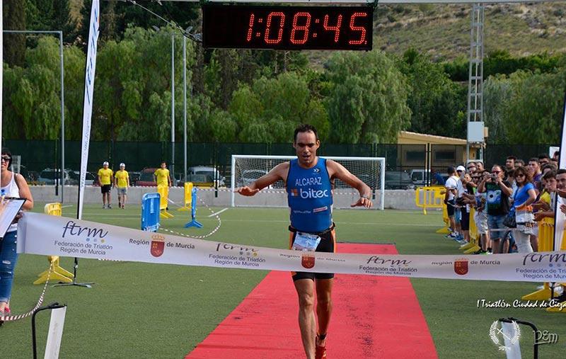 antonio-luis-alcaraz-natalia-vencedores-triatlon-ciudad-cieza