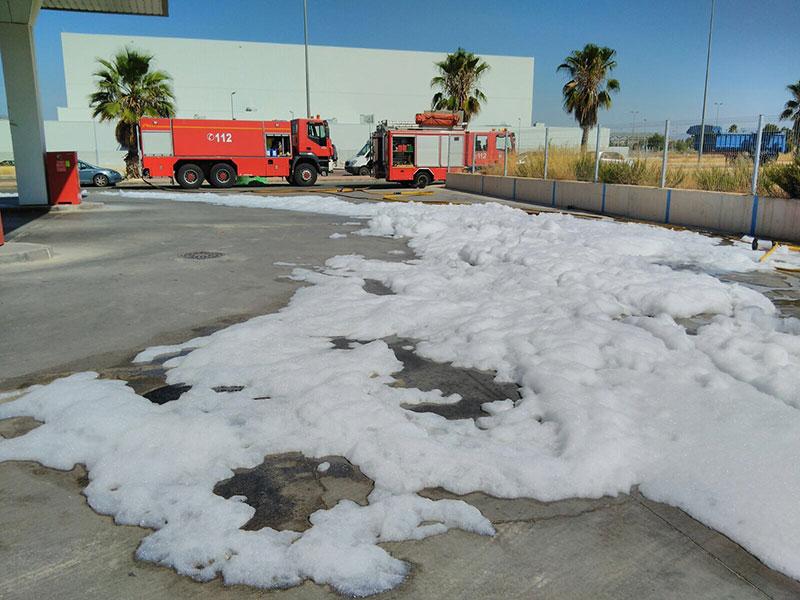 bomberos-cieza-controlan-fuga-combustible-gasolinera