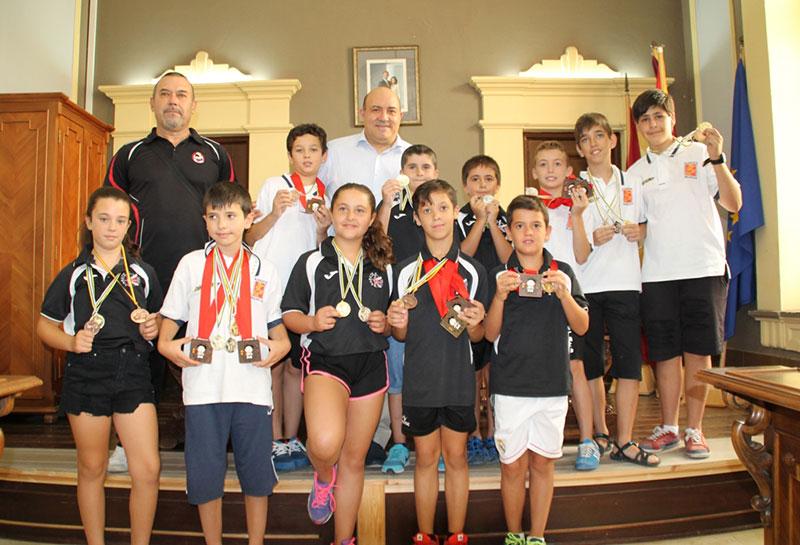 pascual-lucas-recibe-deportistas-ciezanos