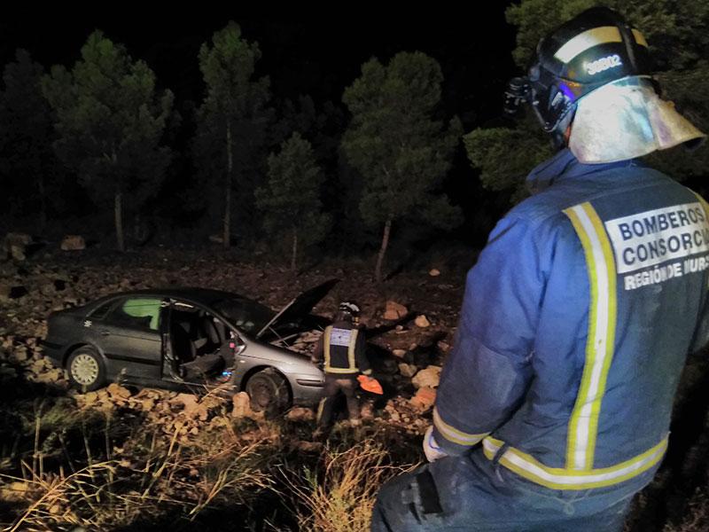 rescatados-dos-jovenes-atalaya-caer-vehiculo-terraplen