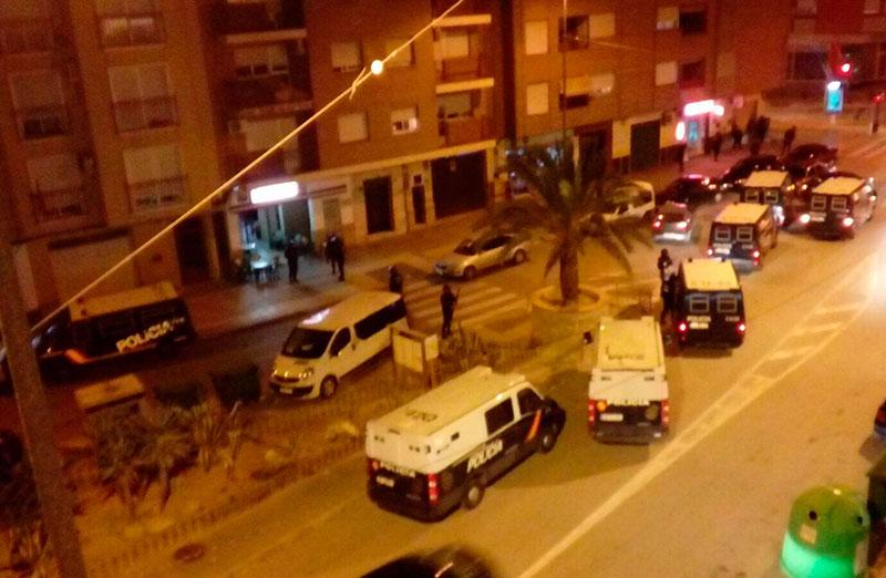 policia-nacional-detiene-dos-personas-redada-cafeterias-arabes-cieza