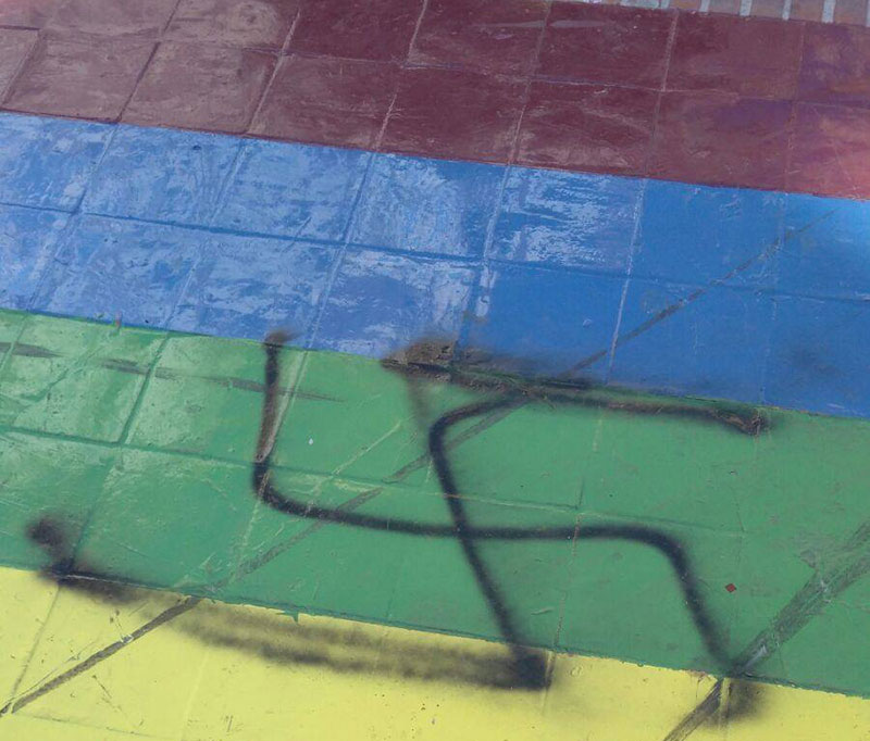 nuevo-ataque-neonazi-bandera-arco-iris-paseo