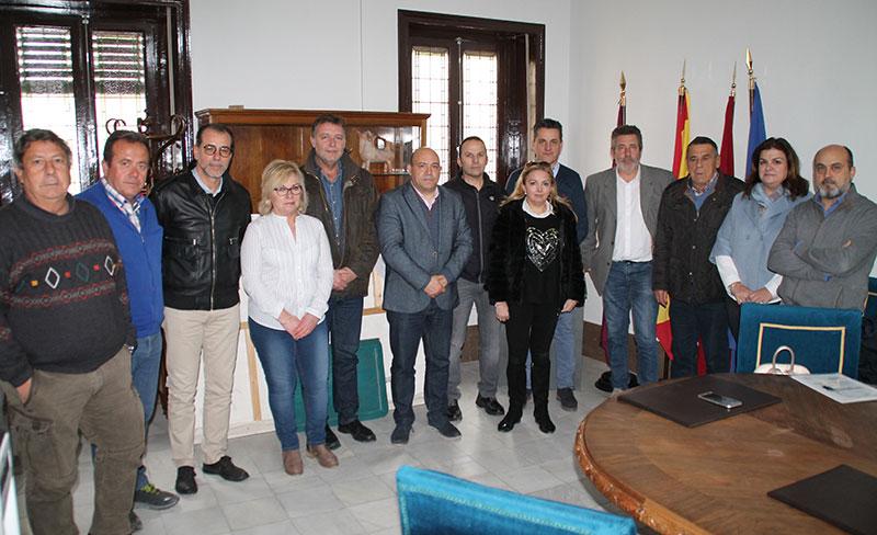 ayuntamiento-empresarios-comerciantes-hosteleros-cieza-solidarizan-agricultores-manifestacion-madrid