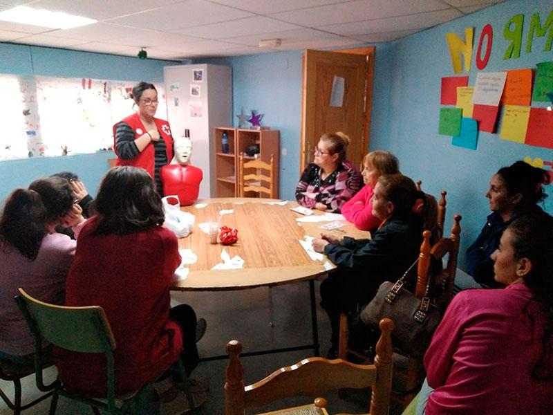 cruz-roja-fomenta-aprendizaje-primeros-auxilios-poblacion-femenina-etnia-gitana