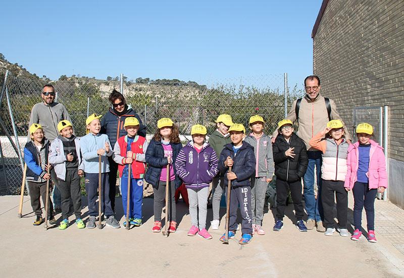 medio-ambiente-celebra-dia-arbol-talleres-plantaciones-arboles-juego-didacticos-escolares