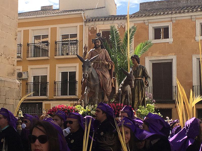 santo-cristo-burrica-son-recibidos-entre-multitudes