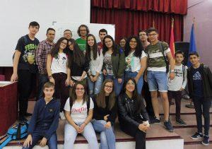 El calculista Alberto Coto maravilla a los alumnos del IES Los Albares