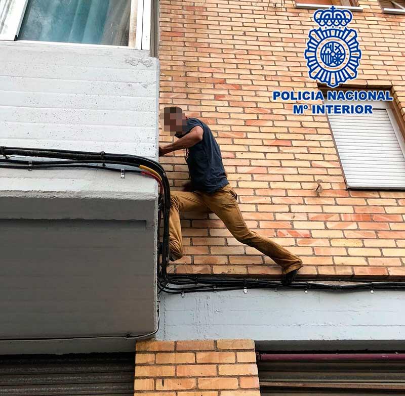 encanona-policia-y-emprende-huida-tejados