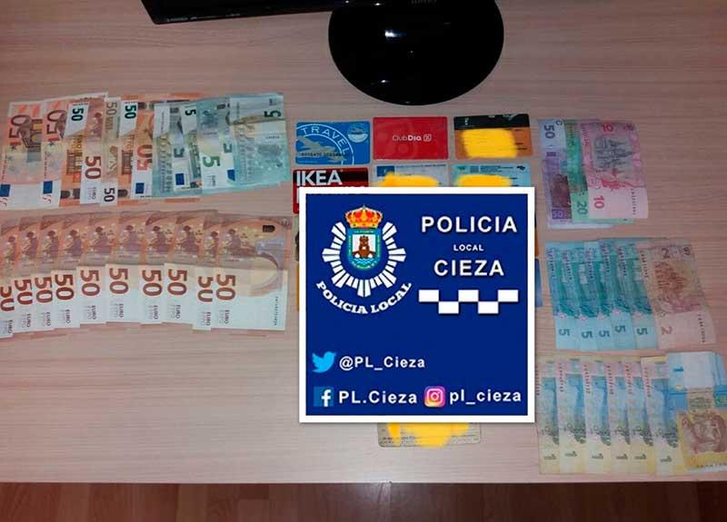 encuentra-bolso-calle-800-euros-entrega-policia-local-cieza