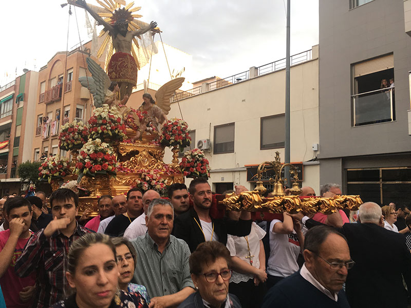 santo-cristo-procesiona-fervor-miles-ciezanos