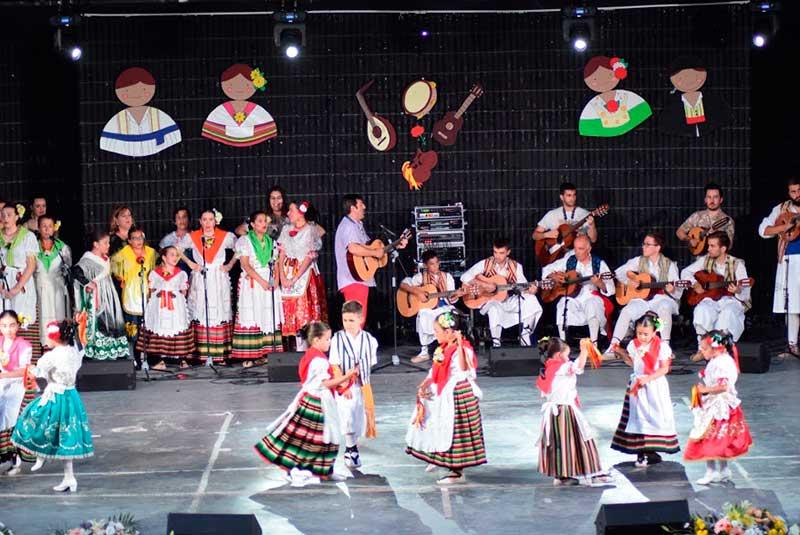 exito-del-xviii-festival-de-la-escuela-de-folklore