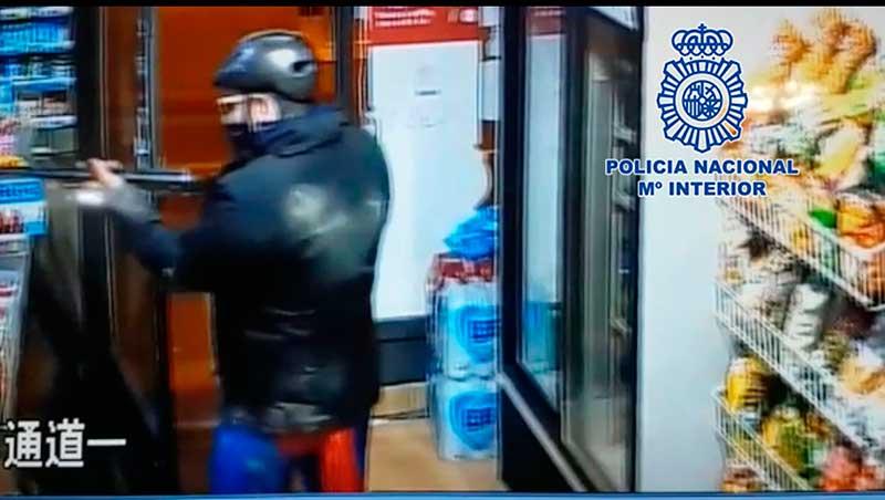 detenido-tras-atracar-dos-tiendas-de-alimentacion-disfrazado-de-superman-y-esgrimiendo-un-arma-de-fuego