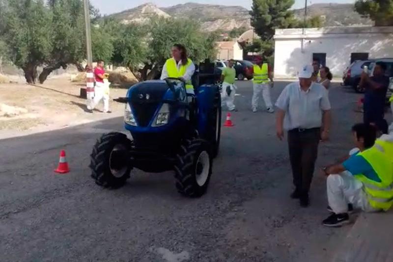 la-concejalia-de-empleo-fomenta-el-manejo-seguro-de-los-tractores