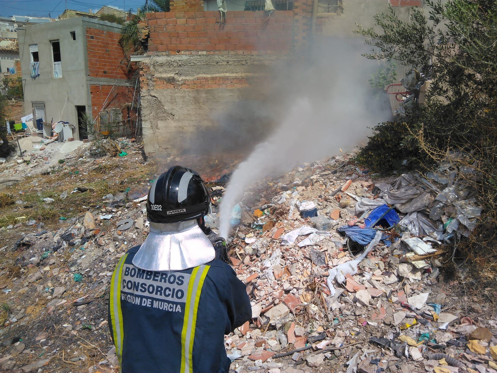 los-bomberos-de-cieza-extinguen-un-incendio-declarado-en-el-cabezo-de-la-fuensantilla