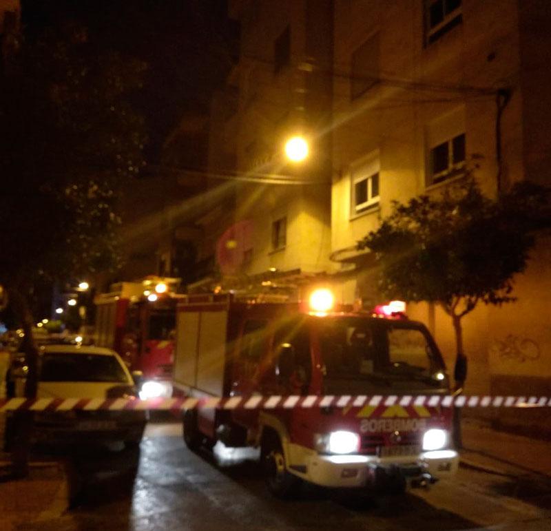 un-incendio-de-madrugada-obliga-al-desalojo-de-un-edificio-en-cieza