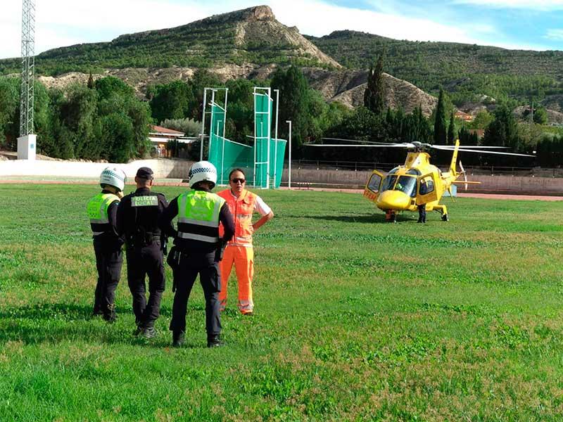 el-aterrizaje-del-helicoptero-en-la-pista-de-atletismo-y-la-manifestacion-del-tren-en-la-edicion-impresa-de-cronicas-de-siyasa