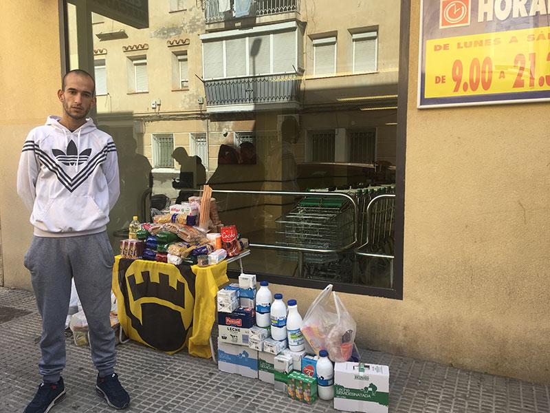 el-colectivo-de-ultraderecha-lo-nuestro-regresa-a-cieza-para-recolectar-alimentos-en-ayuda-de-la-familia-en-riesgo-de-deshaucio