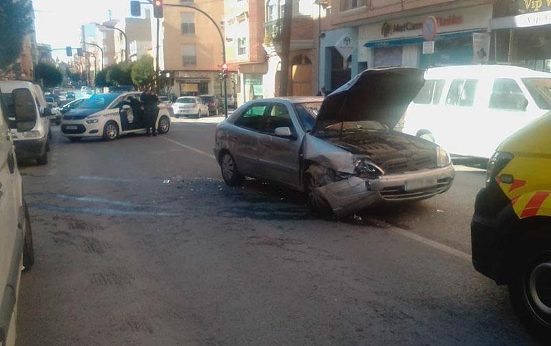 aparatoso-accidente-en-el-camino-de-murcia-de-cieza