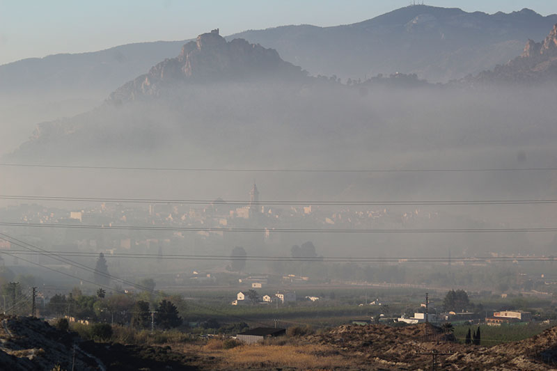 cieza-vuelve-a-amanecer-bajo-un-densa-nube-de-humo-contaminante