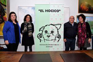 """El Consistorio firma un convenio con El Hocico para """"cuidar"""" a los animales abandonados"""