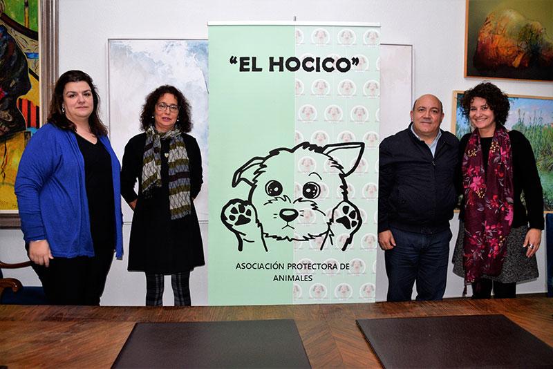 el-consistorio-firma-un-convenio-con-el-hocico-para-cuidar-a-los-animales-abandonados