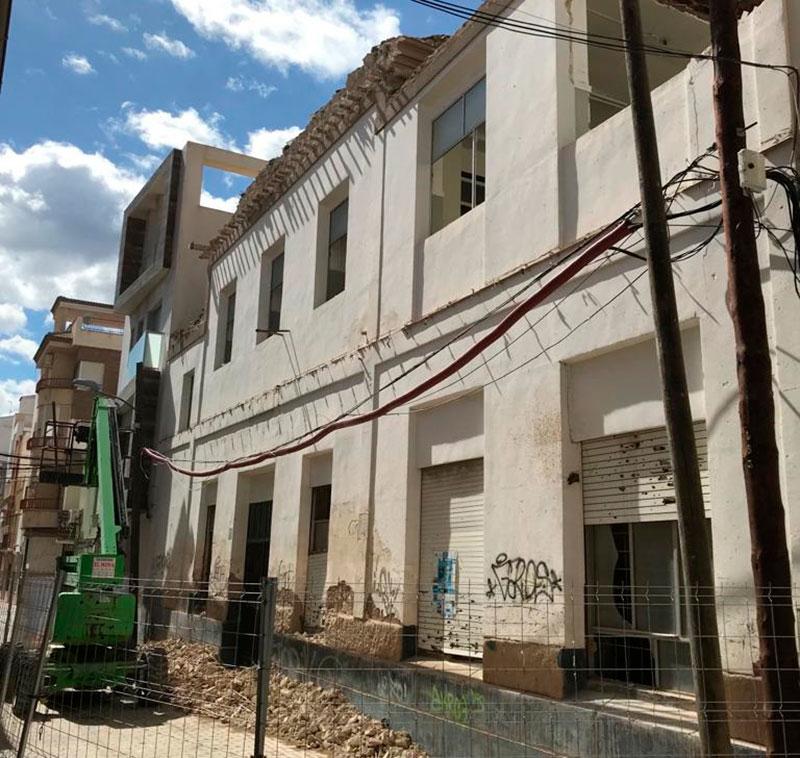 comienzan-las-obras-de-demolicion-del-antiguo-ambulatorio-de-la-calle-santa-gertrudis