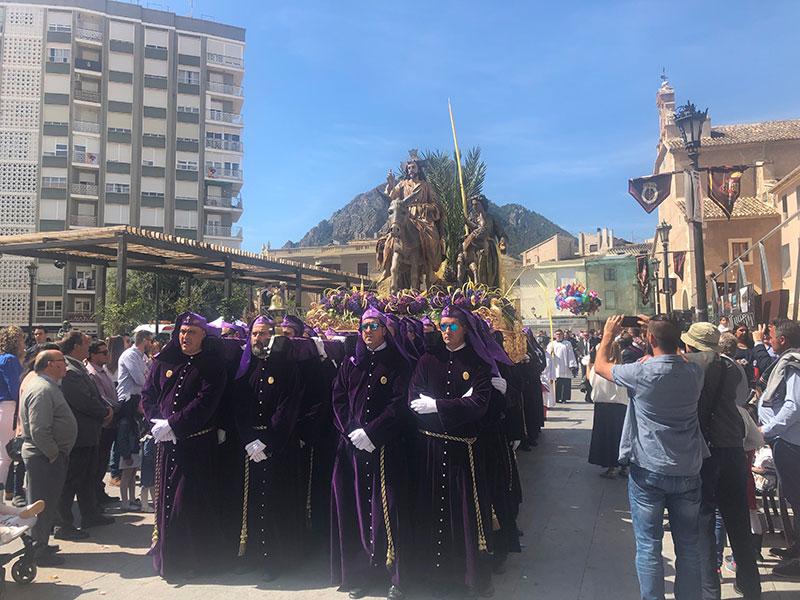 las-palmas-de-la-burrica-y-el-santo-cristo-completan-un-domingo-de-ramos-tradicional