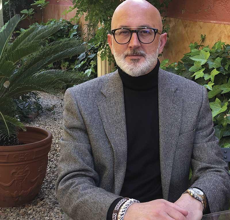 presentacion-del-libro-una-historia-de-aqui-cronica-politica-2014-2019-de-manuel-ponce-sanchez