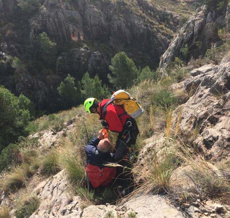 rescatados-en-helicoptero-dos-senderistas-heridos-en-la-rambla-del-moro