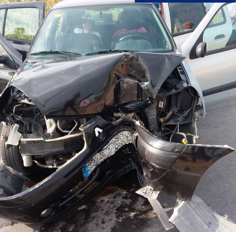 coche-estrella-farola-ascoy-heridos