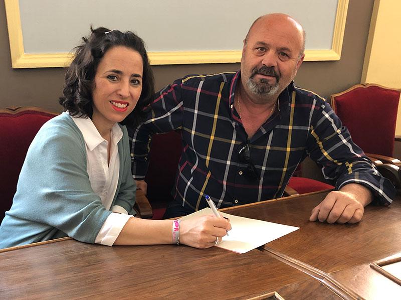 la-concejalia-de-cultura-firma-un-contrato-con-la-banda-municipal