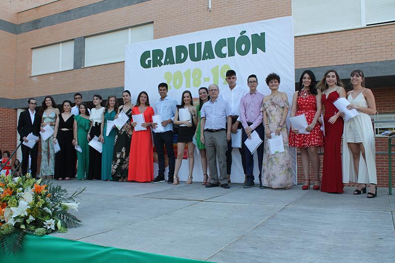 brillantes-actos-de-graduacion-en-el-ies-diego-tortosa