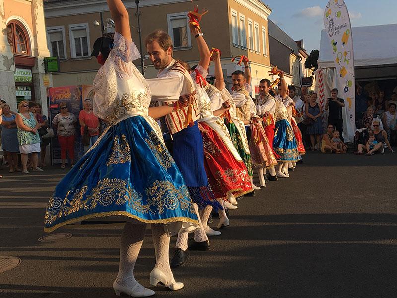 coros-y-danzas-se-va-a-italia-de-festival