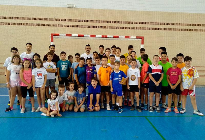 el-internacional-ciezano-alex-yepes-visita-la-escuela-de-verano-multideportiva-del-atletico-de-cieza-f-s