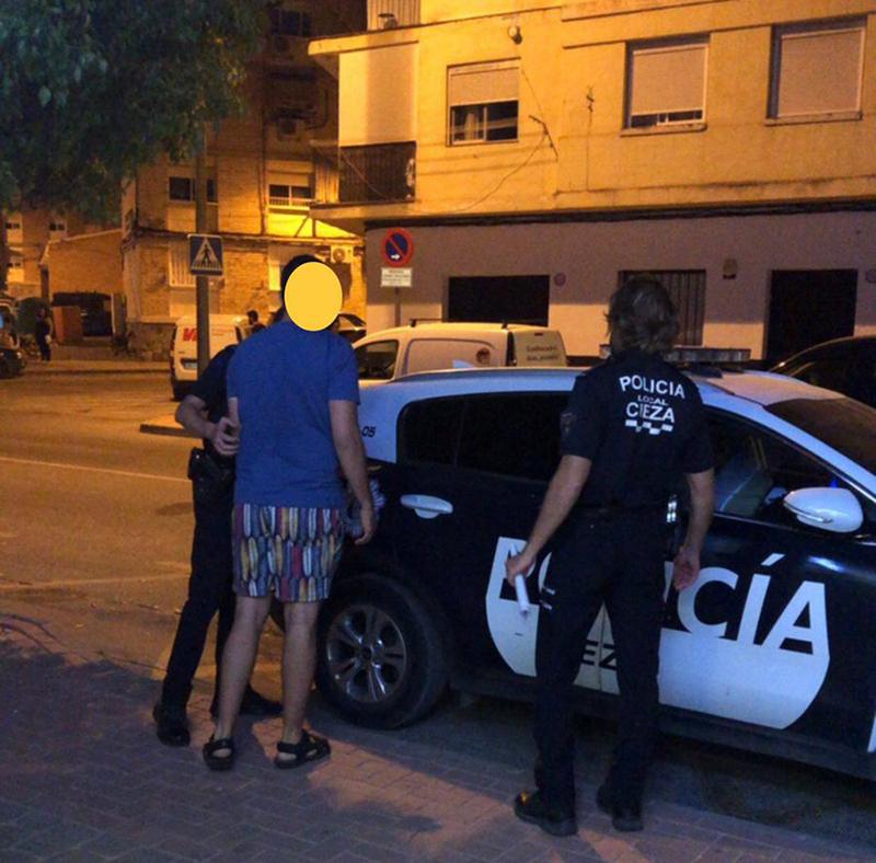 policia-local-cieza-detiene-hombre-buscado-violencia-genero