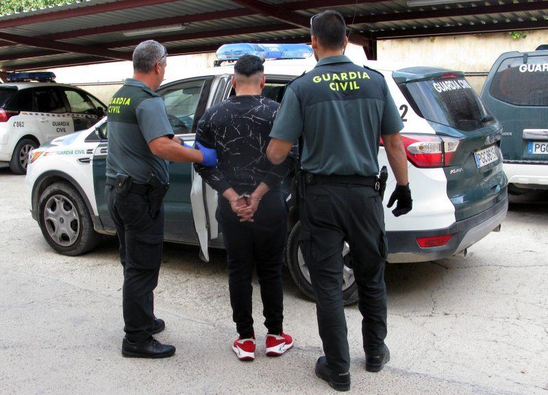 la-guardia-civil-desmantela-una-organizacion-criminal-dedicada-al-robo-en-comercios-de-cieza