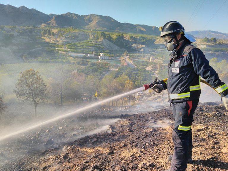 los-bomberos-extinguen-un-nuevo-incendio-provocado-en-cieza