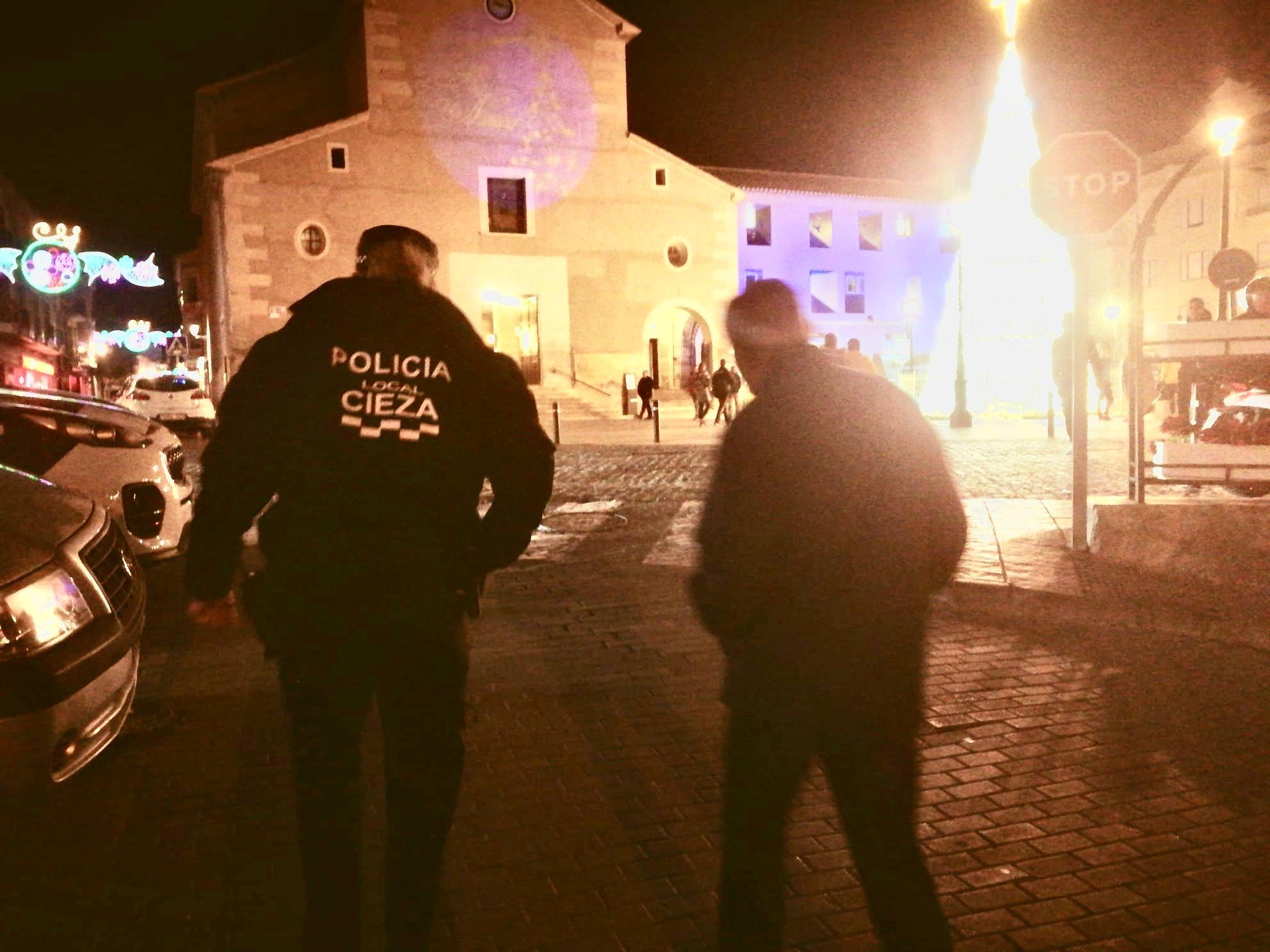 la-policia-local-de-cieza-encuentra-a-un-anciano-con-alzheimer-que-habia-desaparecido